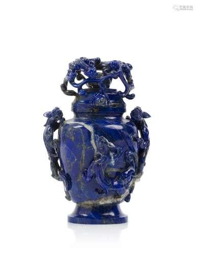 Chine, XXe siècle.Vase balustre couvert en lapi...