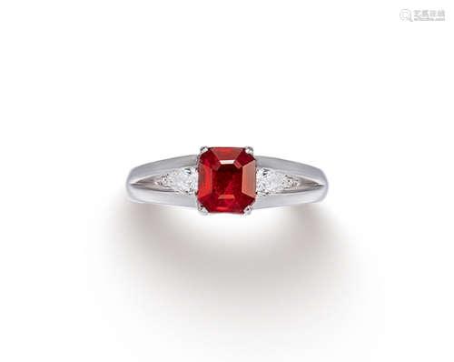 约1.0克拉缅甸「鸽血红」红宝石配钻石戒指 未经加热
