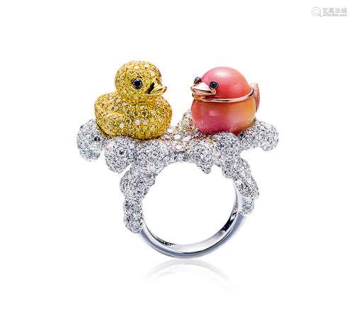 约10.8克拉海螺珠配钻石「鸭子」戒指
