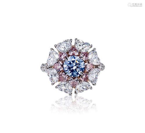 约1.0克拉彩灰色SI2净度钻石配钻石戒指
