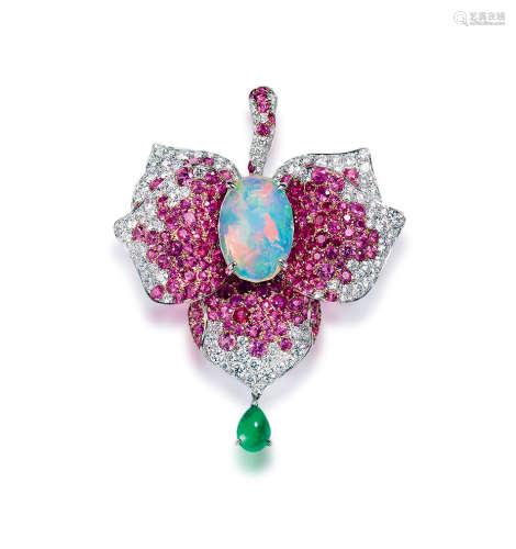 约3.3克拉欧泊配祖母绿、粉色蓝宝石及钻石吊坠