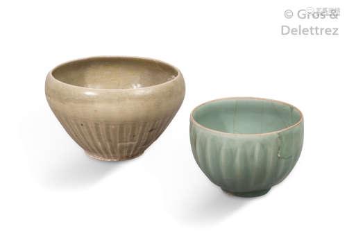 Chine, XIIIe XIVe siècle Deux bols en grès émaill...