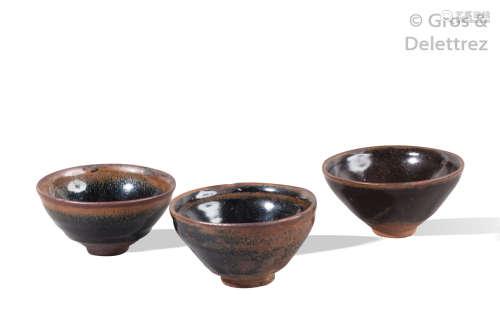 Chine, période Song Lot de trois bols en céramiqu...