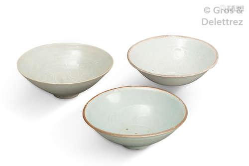 Chine, XIIe XIVe siècle. Deux coupes en céramique...