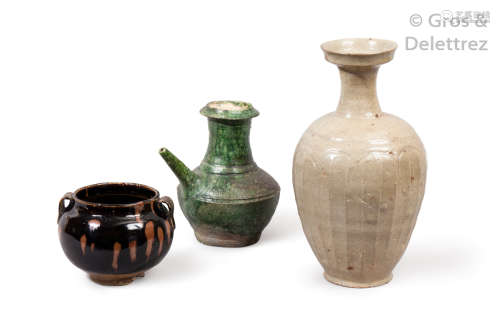 Chine, Zhetiang, V Vième siècle Vase à long col e...