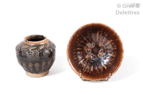 Chine, XIVème siècle Lot comprenant une coupe à b...