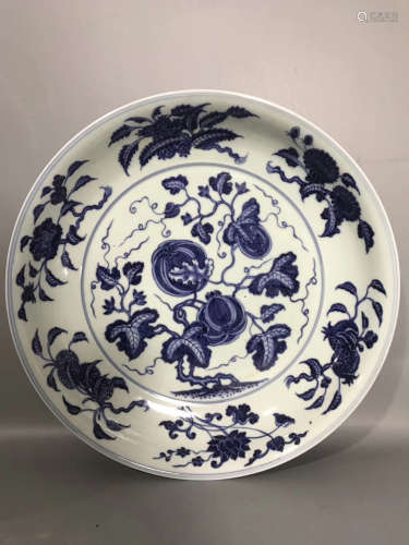 A BLUE&WHITE FRUIT DECORATED CHARGER PLATE