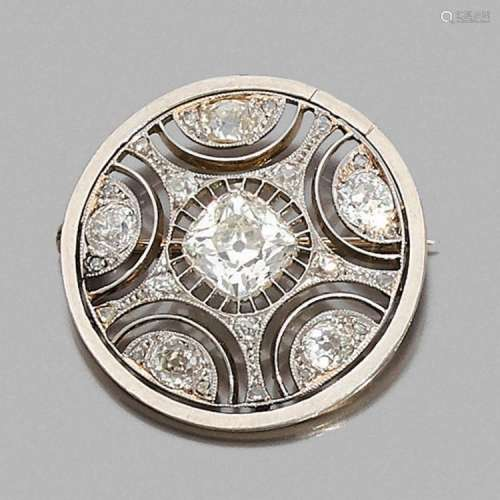 ANNÉES 1920 BROCHE RONDE DIAMANTS A diamond, platinum and gold brooch, circa 1920.