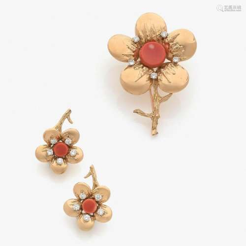 CHAUMET ANNÉES 1975 - 1980 RARE PARURE FLORALE CORAIL A coral, diamond and gold set comprising of a brooch and a pair of earrings by CH
