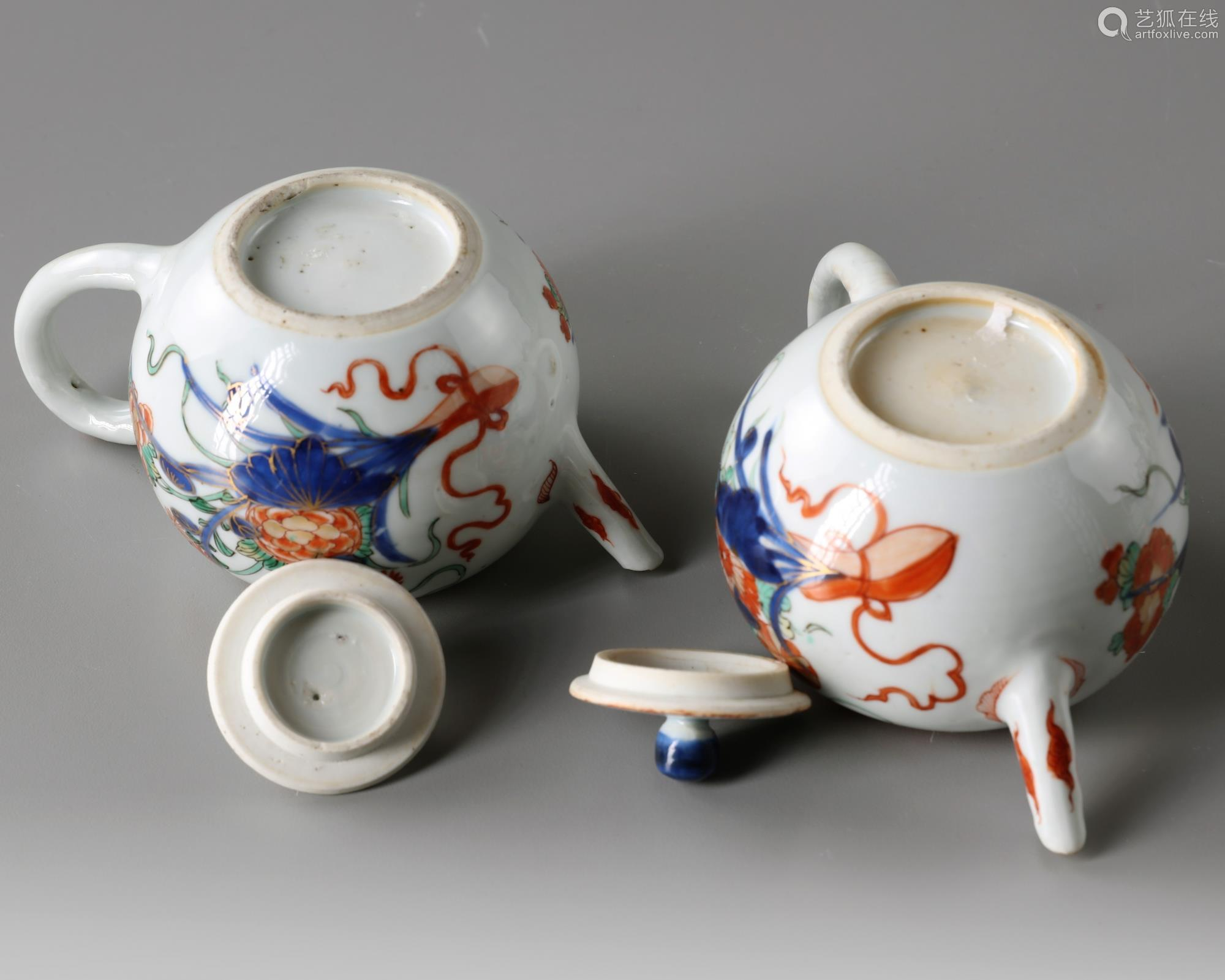 A pair of Chinese famille verte teapots