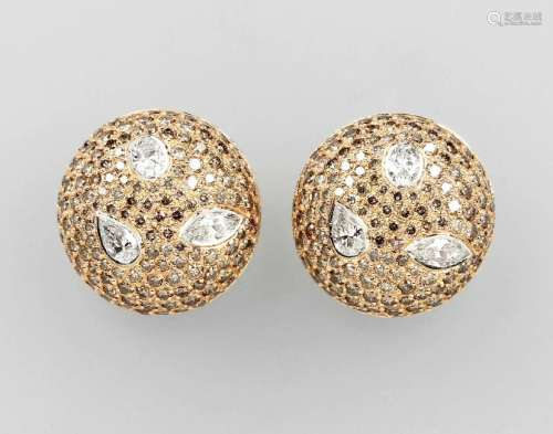Pair of 18 kt LEO WITTWER clip earrings with diamonds