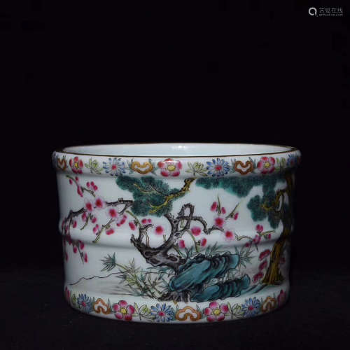 A FAMILLE ROSE PLANT PATTERN BRUSH WASHER