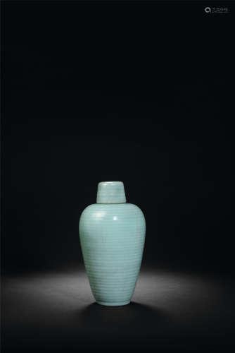 元 龙泉窑弦纹带盖梅瓶
