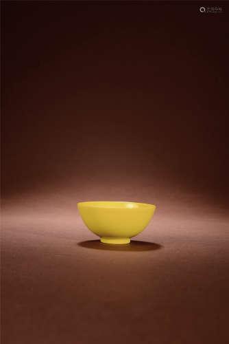 清雍正 柠檬黄釉杯
