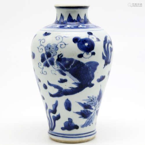 清顺治 青花鱼藻纹梅瓶