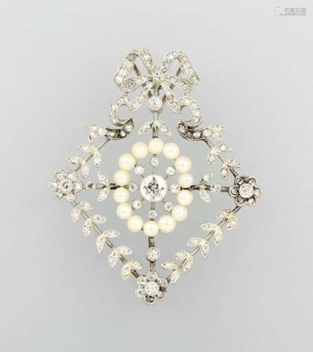 Platinum pendant with diamonds and pearls, approx.