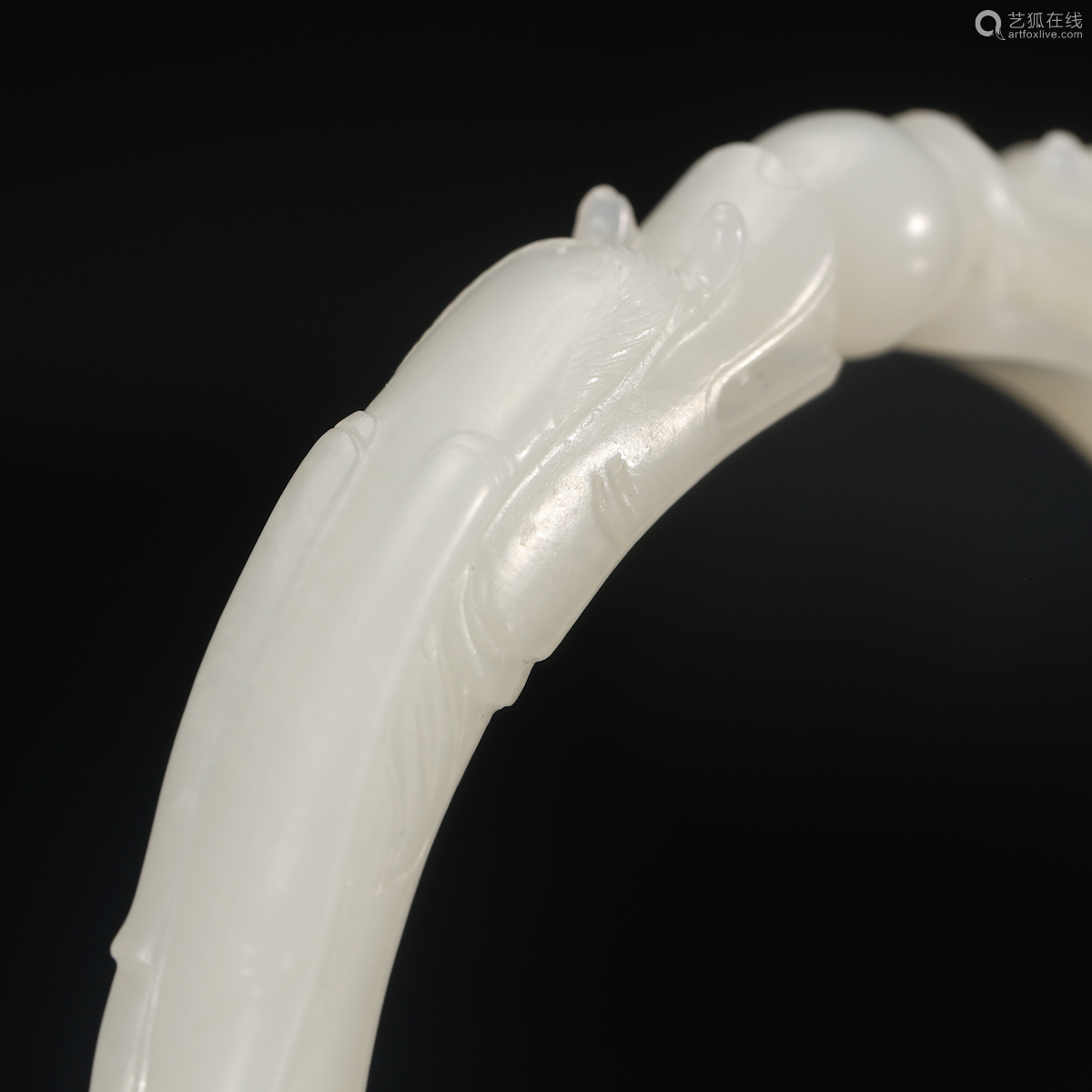 CHINESE PAIR OF WHITE JADE DRAGON BANGLE