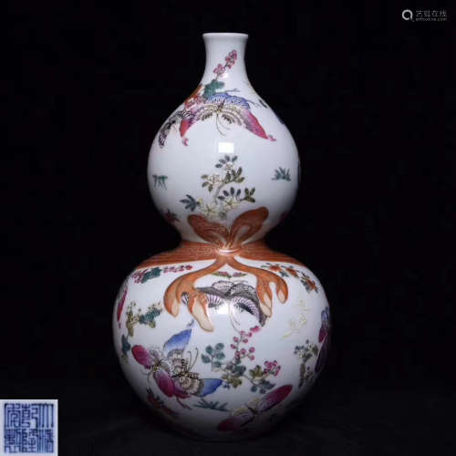 A FAMILLE-ROSE DOUBLE-GOURD SHAPED VASE WITH MARK