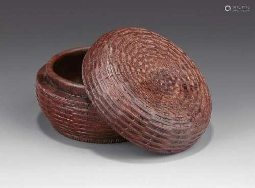 清 竹根雕鱼篓纹圆盖盒