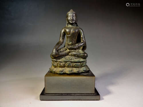 A 12th century bronze buddha statue set silver eyes