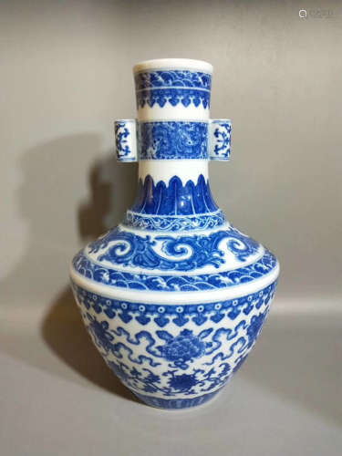 17-19TH CENTURY, A BLUE&WHITE DOUBLE-EAR VASE, QING DYNASTY