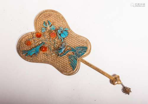 CHINESE GILT SILVER WIRING FAN WITH KINGFISHER FEA