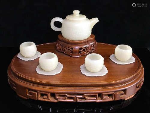 A SET OF TEAPOT&CUP DESIGN HETIAN JADE ORNAMENTS