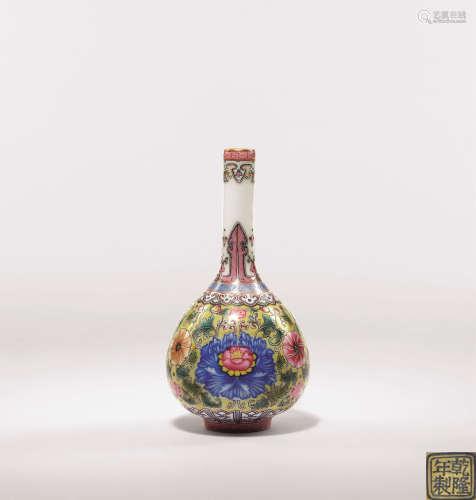 清 粉彩宝相花纹小胆瓶