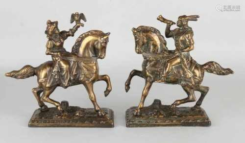 Two bronze riders on horseback. 20th century. Falconers. Size: 19 - 20 cm. In good condition. Zwei