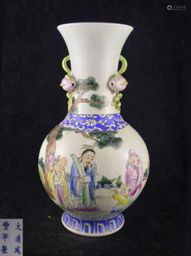 A FAMILLE-ROSE FIGURE PATTERN BOTTLE VASE