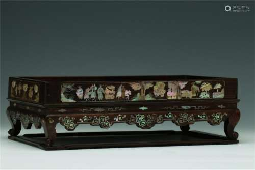 CHIENSE MOTHER OF PEARL INLAID ROSEWOOD BOX