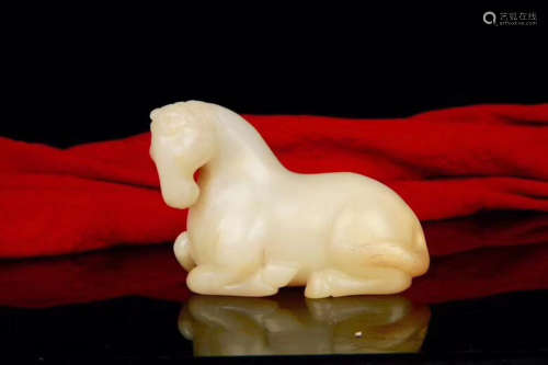 17-19TH CENTURY, A HORSE DESIGN HETIAN JADE ORNAMENT, QING DYNASTY