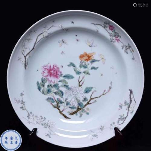 A FAMILLE-ROSE FLORAL PATTERN PLATE WITH MARK