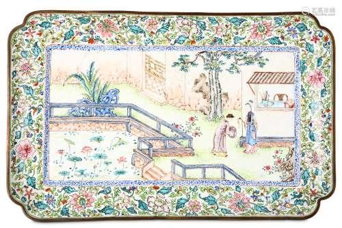 A CHINESE CANTON ENAMEL TRAY. Qing Dynasty, Qianlo