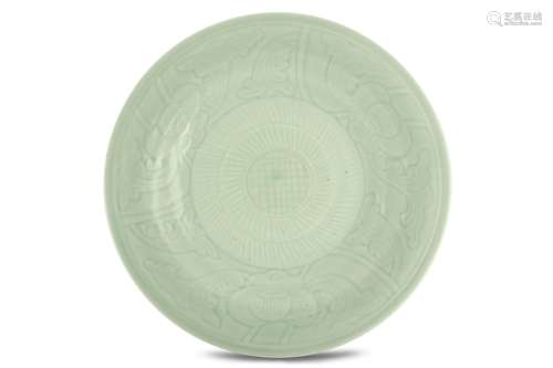 A LARGE CHINESE INCISED CELADON DISH. Qing Dynasty
