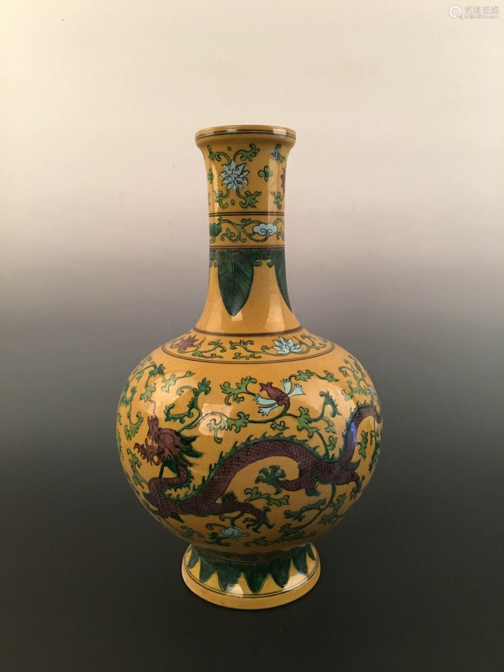 Chinese Sancai Dragon Vase