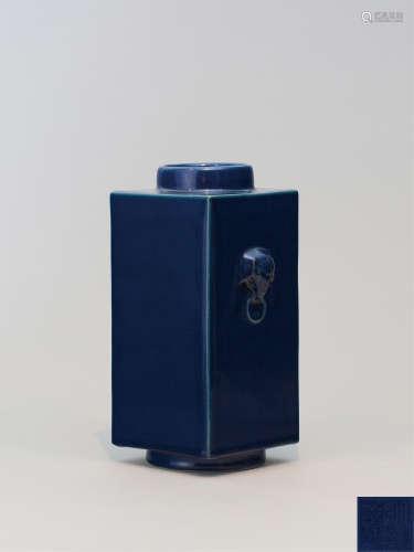 清乾隆 霁蓝釉象耳琮式瓶