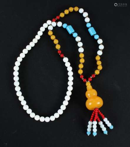 TRIDACNIDAE NECKLACE WITH TASSELLED PENDANT - This is a 28