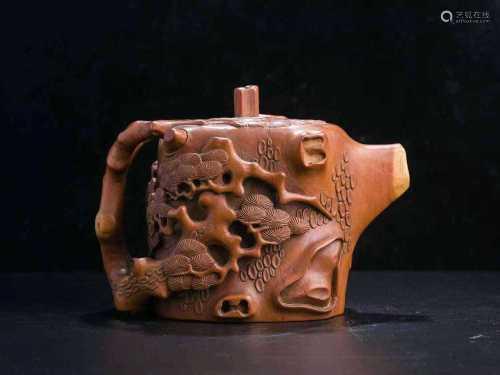 清 黄杨木雕松树纹壶(北京瀚海拍卖)