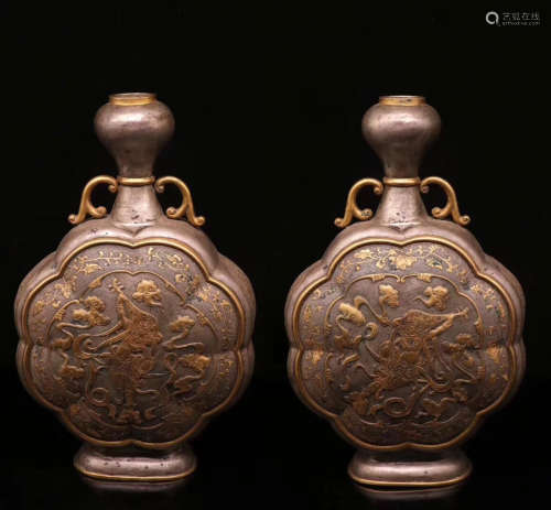 17-19TH CENTURY, A PAIR OF GILT BRONZE FIGURE DESIGN FLAT VASES, QING DYNASTY