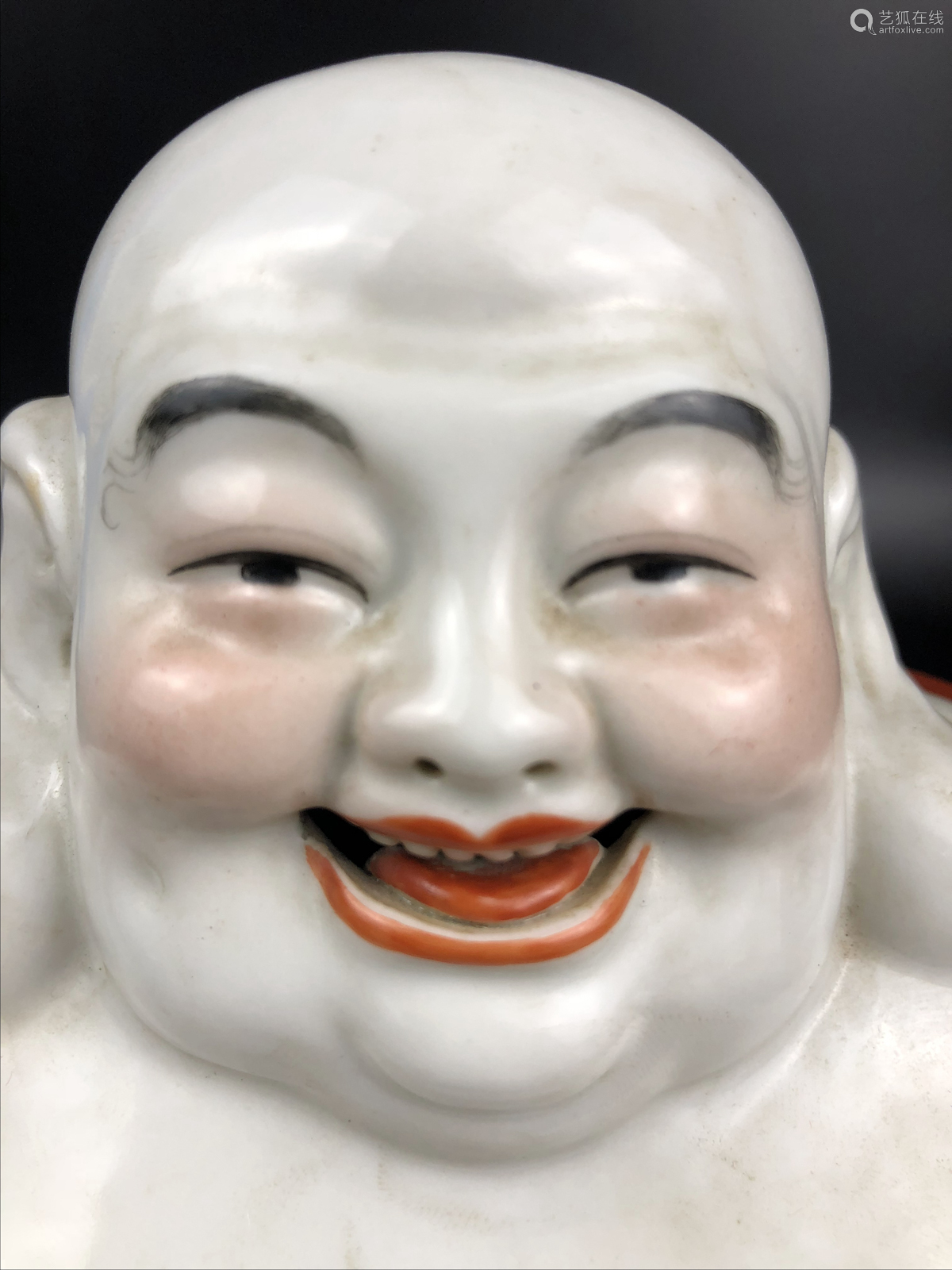 A FAMILLE-ROSE LAUGHING BUDDHA FIGURE