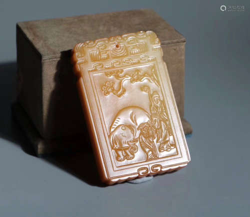 A YELLOW JADE CARVED PENDANT