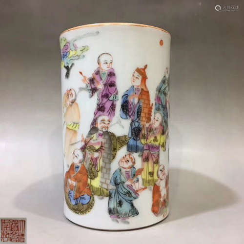 A FAMILLE-ROSE LUOHAN PATTERN BRUSH POT