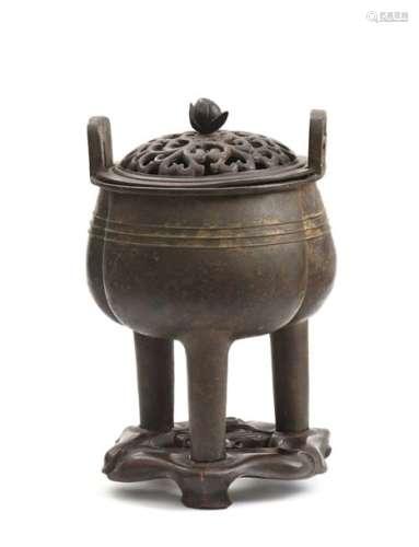 CHINE, Dynastie MingBrûle parfum tripode en bro...
