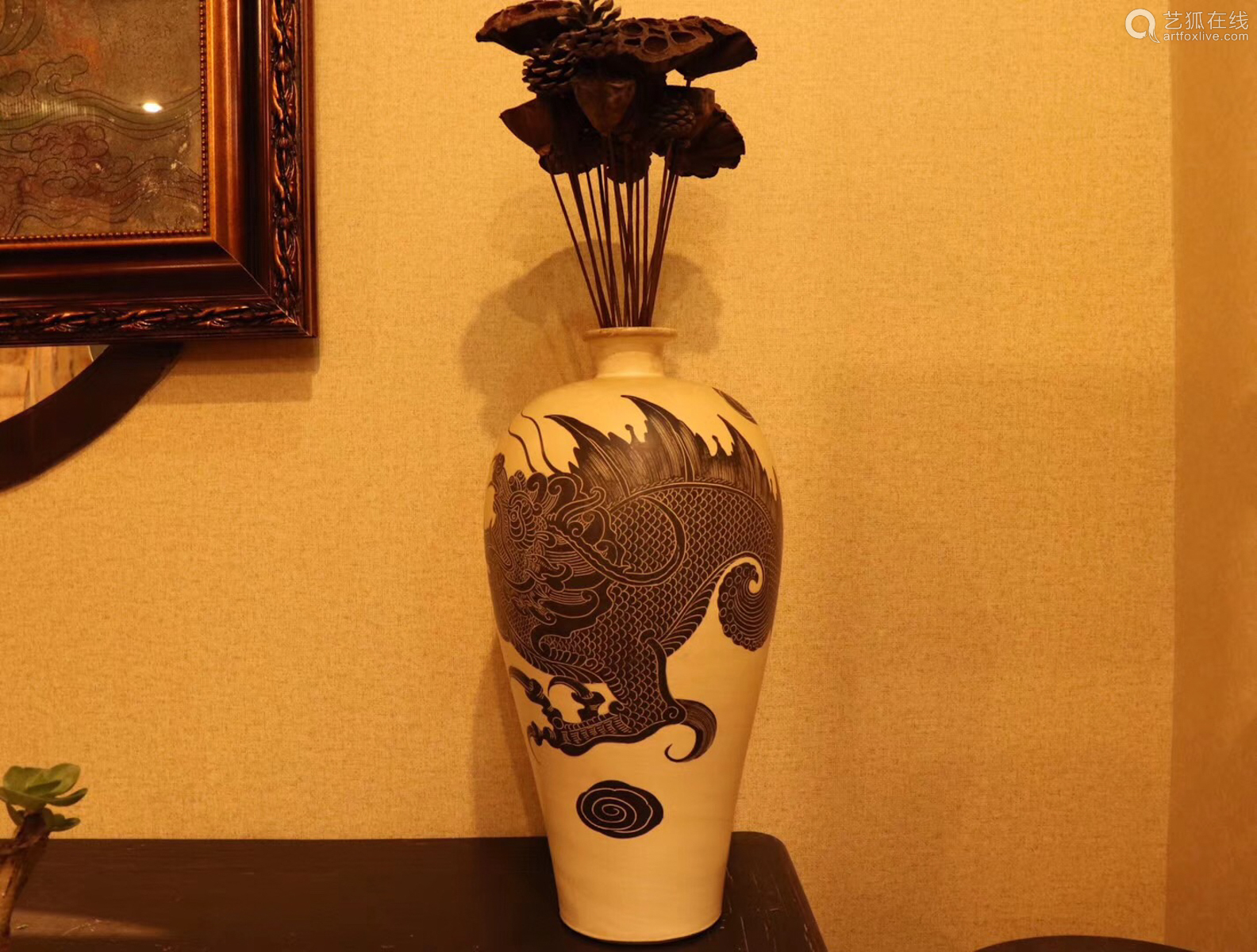 10-11TH CENTURY,  A CIZHOU KILN WITH DRAGON PATTERN PLUM VASE, NORTH SONG DYNASTY