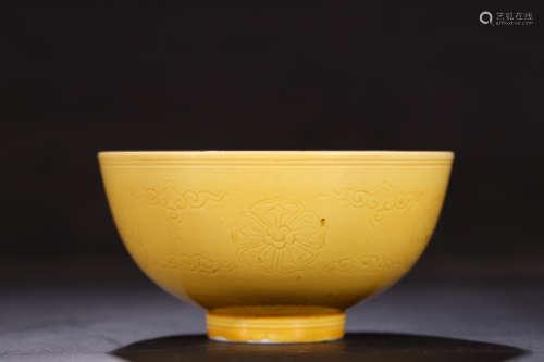 黄釉暗刻弦纹碗