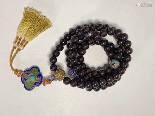 A HAND OF OLD PUTIGEN BEADS