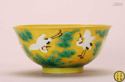 清 黄釉绿彩云鹤纹碗