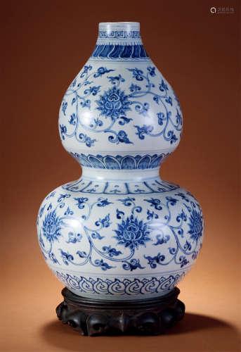 明 青花缠枝花卉葫芦瓶