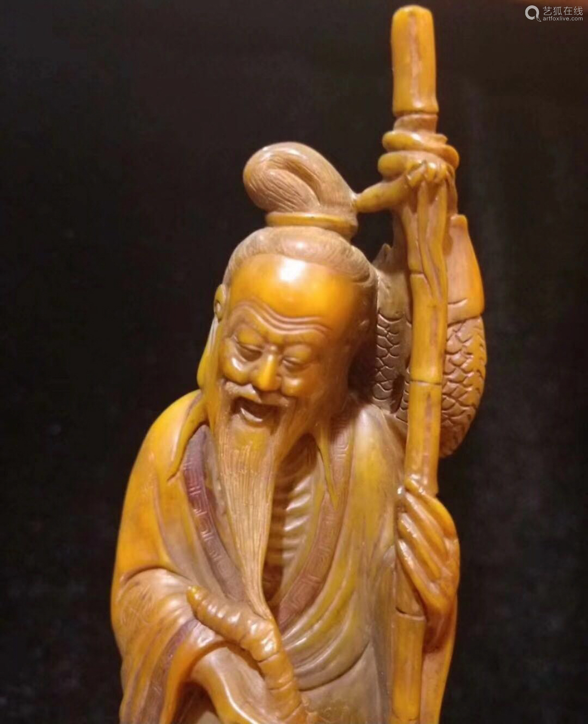 A TIANHUANG SOAPSTONE CARVED FISHERMAN FIGURE